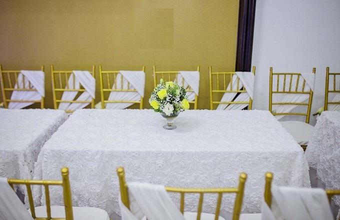 Địa chỉ may áo phủ ghế tiệc cưới